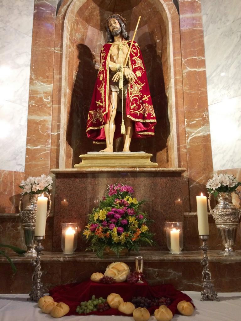 Nuestro Altar, adornado para la ocasión