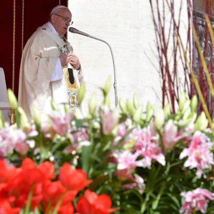 Mensaje pascual del Papa y bendición Urbi et Orbi.